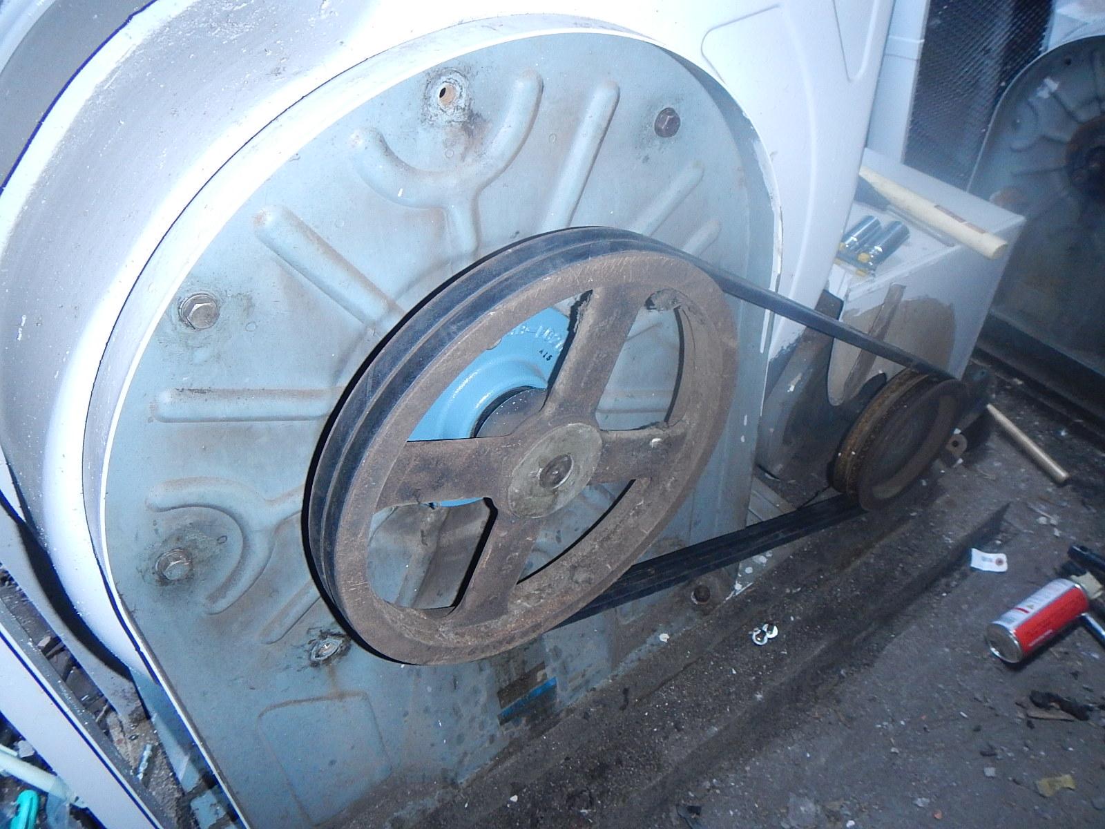 排気ファン整備 Vベルト交換・調整