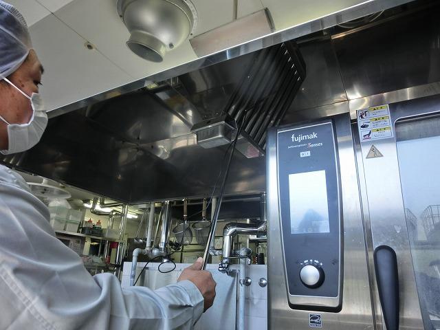 建築設備検査 機械換気設備 厨房換気風量測定中