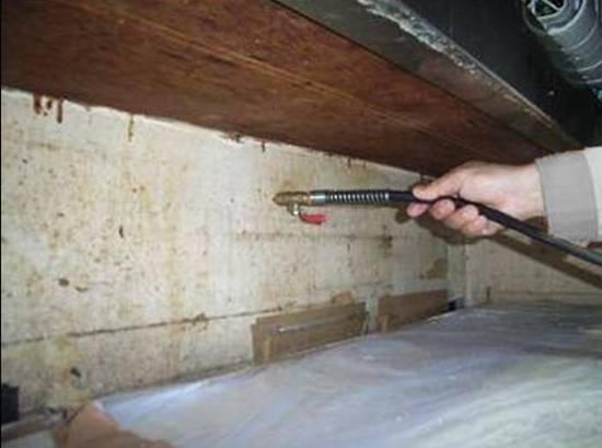 ゴキブリ防除施工 カウンターテーブル内穿孔及び薬剤注入