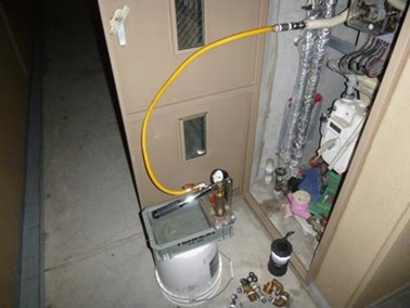 給排水設備修理・工事・調査 テストポンプによる給湯管漏れ調査