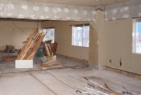 住宅リフォーム 解体工事中